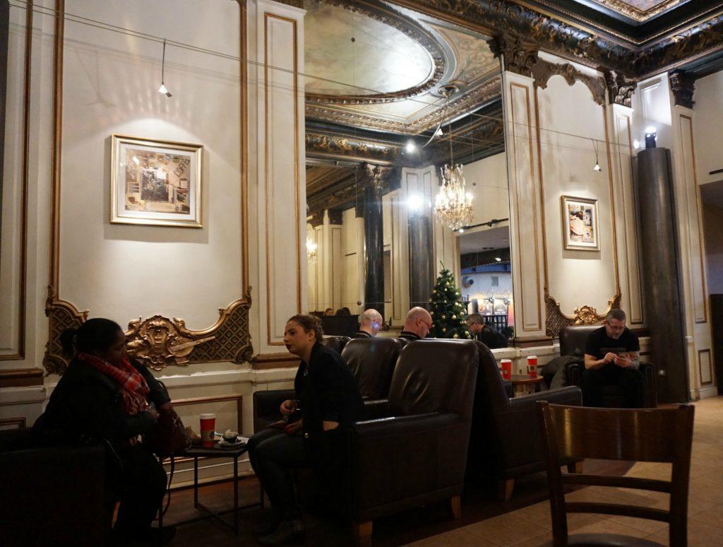 -Opéra Garnier starbucks