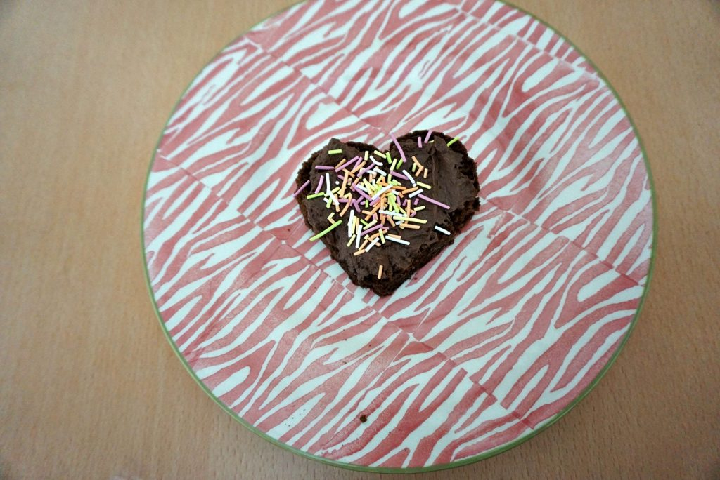 Pişirilmeden yapılan kalpli pasta